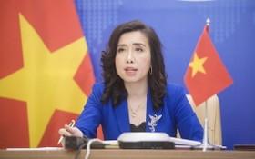 外交部發言人黎氏秋姮出席記者會並回答記者提問。(圖源:越通社)