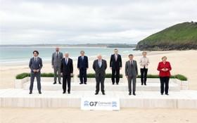 參加七國集團峰會的領導人在英國康沃爾郡卡比斯貝合影。(圖源:Getty Images)