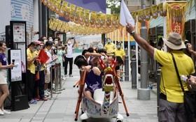 參賽隊伍進行「拔河對戰賽」的陸上龍舟賽事。(圖源:互聯網)