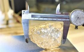 當地時間6月16日,博茲瓦納開采的一顆約為1098克拉的鑽石被認為是目前世界第三大鑽石,排名前兩名的鑽石分別為1905年在南非發現的3106克拉和2015年在博茨瓦納發現的1109克拉。(圖源:路透社)