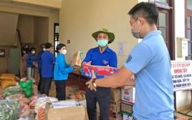 林同省共青團員、民眾贈送果蔬、食品給本市。