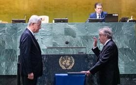 古特雷斯(右)宣誓就任聯合國秘書長,這是他的第二個五年任期。(圖源:聯合國)