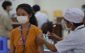 市教育與培訓廳:為全市教職員工接種疫苗。(示意圖源:黃潮)