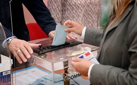 當地時間6月20日,法國大區和省議會選舉第一輪投票開始,位於各大城市的投票站於8時開放。(圖源:互聯網)
