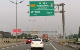 在本市-忠良高速公路暫停收費之後,車流量劇增導致違反交通安全規定的情況加劇。