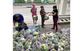 向第一郡姑江坊居家隔離民戶發送食物。