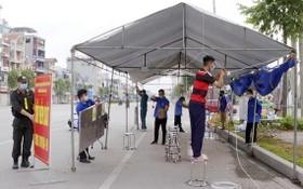 6月24日上午,北江市職能力量進行拆卸一個臨時檢疫點。(圖源:俊輝)