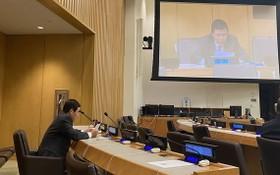 越南常駐聯合國代表團團長鄧廷貴大使在會議上發表講話。(圖源:越通社)