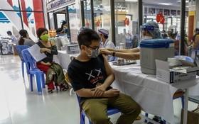市民接種新冠疫苗。(圖源:VnE)