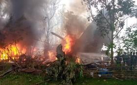 一架搭載92人的菲律賓軍方C-130運輸機4日墜毀。(圖源:推特)