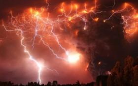 6月30日下午3時至7月1日早上6時,加拿大不列顛哥倫比亞省和艾伯塔省西部記錄了超過71萬次閃電。(圖源:互聯網)