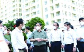 政府總理范明政與市領導視察3號野戰醫院。