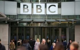 英國廣播公司總部大門一景。(圖源:互聯網)