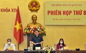國會主席王廷惠(中)主持會議。(圖源:光福)