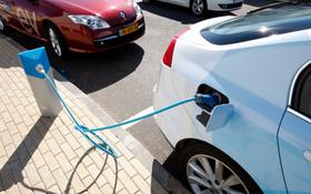 """南非政府正在制定""""綠色採購指南"""",通過購買電動汽車而逐步淘汰目前的燃油公務車。(圖源:AP)"""