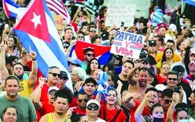 古巴民眾走上全國各地城市的街頭抗議食品和藥品短缺。(圖源:互聯網)