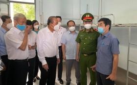 政府常務副總理張和平(前左二)親往視察同奈省3號野戰醫院。(圖源:衛生部)