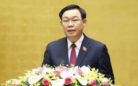 國會主席王廷惠主持會議。(圖源:越通社)