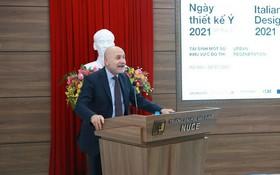意大利駐越南大使 Antonio Alessandro 在開幕儀式上致詞。(圖源:P.V)