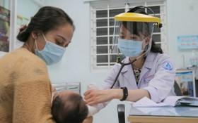 第一兒童醫院給病童診病。