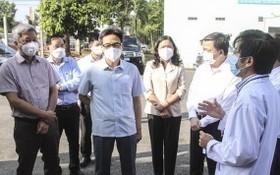 政府副總理武德膽視察檳椥省的野戰醫院活動。(圖源:信輝)