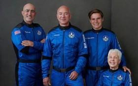 登上太空的貝索斯一行4人。(圖源:互聯網)