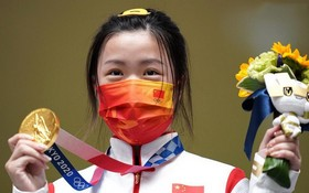 楊倩奪得女子10米氣步槍項目金牌。 (圖源:新華社)