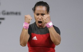 巴布亞新幾內亞舉重運動員洛阿‧迪卡‧圖阿24日創造了歷史,她成為第一位先後參加五屆奧運會舉重比賽的女選手。(圖源:路透社)