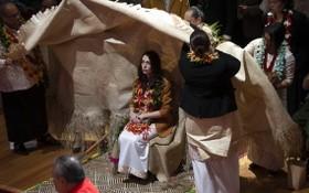 阿德恩出席儀式,為政府當年的行動道歉。(圖源: AP)