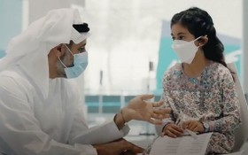 阿聯酋為 3 至 17 歲兒童接種中國新冠疫苗。(圖源:Abu Dhabi Media Office)
