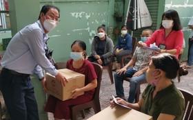 探望與贈送禮物給貧困者及抗疫人員