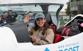 19 歲少女單獨駕機起飛環繞地球