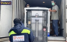 VNVC 向市巴斯德院移交120萬9400劑阿斯利康新冠疫苗。(圖源:VNVC)