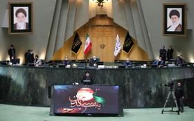 伊朗議會21日召開會議討論內閣提名人選。伊朗總統萊希出席議會審議內閣部長提名人選的會議,並發表講話。(圖源:伊通社)