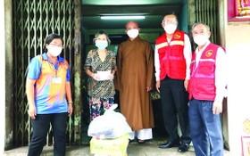 民運處領導探望受疫情影響華人民戶