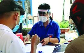 共青團團員協助本市抗疫。(圖源:黃甲)