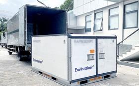 一批阿斯利康疫苗剛從新山一機場運往 VNVC 的冷庫後再轉交衛生部。(圖源:風蘭)