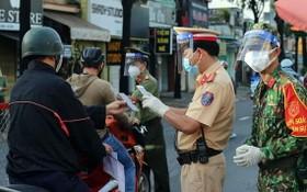 公民在經過監察站時須申報健康。