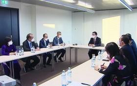 越南國會主席王廷惠會見越南駐歐洲各國大使。