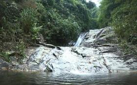 羅平三島山腳下清涼的溪水終年不息。