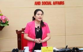 勞動與榮軍社會部副部長阮氏霞在會上發言。(圖源:雲慶)