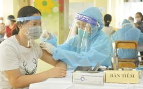 圖為第十一郡居民接種新冠疫苗。(圖源:高昇)