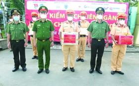多位交警榮獲政府總理獎狀