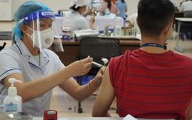 市民接種新冠疫苗。(圖源:HCDC)