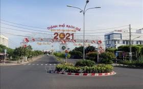 疫情期間的堅江省迪石市街道上清冷無人。(圖源:越通社)