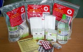 向居家治療新冠患者提供的藥袋和醫療諮詢。