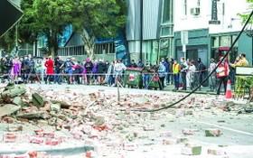 墨爾本有街道滿布建築物瓦礫。(圖源:互聯網)