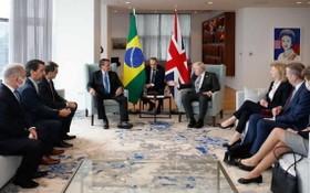 正在紐約參加第76屆聯合國大會的巴西衛生部長凱羅加確診新冠肺炎,而此前一天,英國首相約翰遜和凱羅加舉行了面對面的近距離會談。(圖源:互聯網)