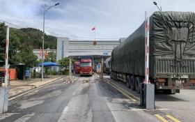 大貨車在諒山省芝麻口岸來回穿梭。(圖源:VOV)