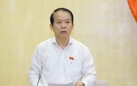國會法律委員會主任黃清松在會議上發言。(圖源:越通社)